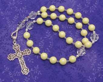 Anglican Rosary / Protestant Prayer Beads / Anglican Prayer Beads in Swarovski Pastel Yellow Crystal Pearls with Sterling Silver Cross