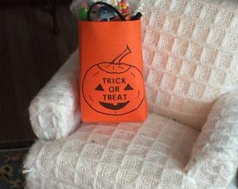 Miniature Filled Halloween Bag, Trick or Treat Bag, Dollhouse Miniature, 1:12 Scale, Dollhouse Accessory, Halloween Decor, Crafts