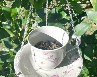 Backyard bird feeder / Hanging bird feeder / Patio decor / Bird lover gifts / Unique gift / Farmhouse style / Home decor / Garden feeder