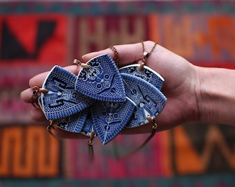 StayGoldMaryRose - Striking vintage blue willow china 'spear head pendant' necklace.