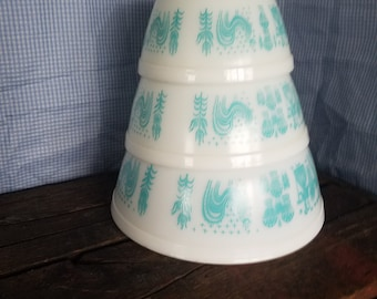 Pyrex blue on white amish butterprint set of mixing bowls