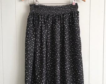 Vintage Black and white 80s doodle skirt with Stretch waist