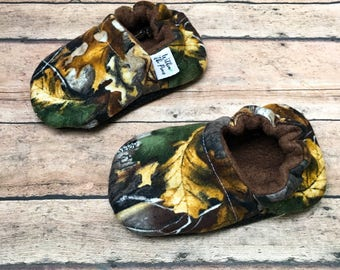 Camo Baby Moccasins - Camoflage Soft Sole Shoes - Hunting - Woodland Baby - Rustic Fashion - Green Brown Camo - Baby Shower Gift - Crib Shoe