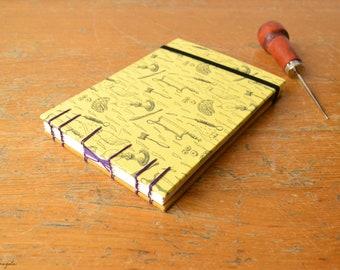 Quaderno giallo Frankenstein. Bullet Journal in formato A6 con legatura copta, copertina rigida e  nastro elastico nero