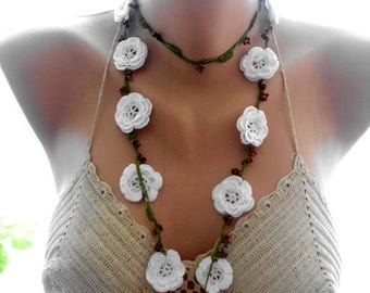 crochet necklace, white crochet necklace, bridal accessories, crochet lace jewellery,  crochet flower necklace, beaded necklace,gift for her