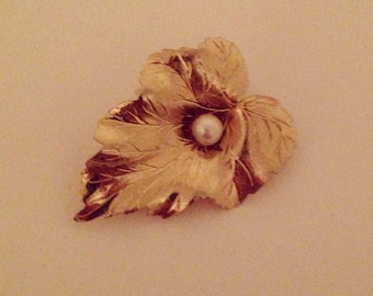 Vintage Gold Leaf and Faux Pearl Brooch