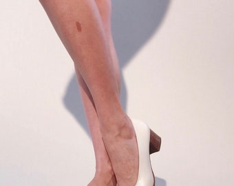 Ferragamo Heels | 1980s Salvatore Ferragamo Ivory Leather Gold Bar Chunky Heel Pumps | Size 7.5