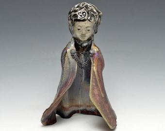 Standing Buddha Kwan Yin Göttin Kannon-Statue in schimmerndem und erdigen Raku-Robe