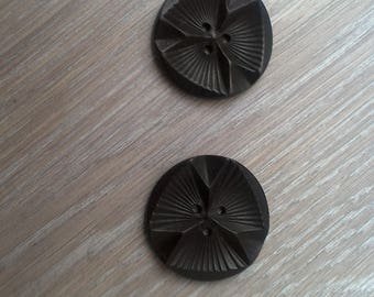 Set of 2 buttons and two seam pockets