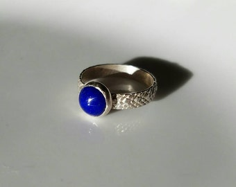 Sterling silver textured band beautiful lapis lazuli ring, size 7