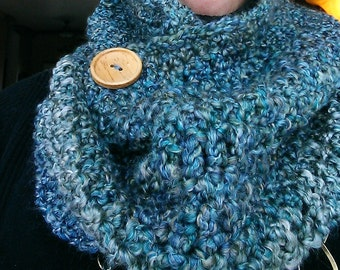 Crochet Cowl with Button