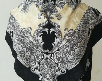 Vintage scarf in cream and black silk