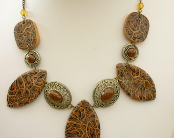 Necklace with  leopard polymer beads  with golded chain