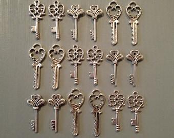 The Lost Keys - Skeleton Keys - 18 x Antique Keys Silver Vintage Skeleton Keys Small Key Charms Set