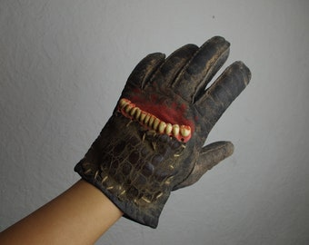 Postapocalyptic Glove (Left) with Resin Dentures