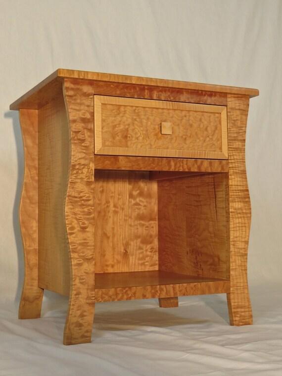 Mesita de noche de madera sólida del arce rizado 1 de 2