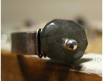 """Sterling Silver 9mm Faceted """"life's a beach"""" Labradorite Ring. Size 7"""