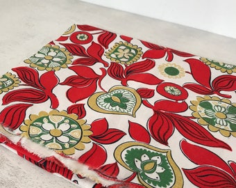 SWEDISH LINEN FABRIC / Linen fabric / Sewing projects / Floral / Printed fabric / Craft projects / Red / Green / Sanfor Wäfveribolaget