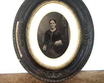 Antique oval frame with an antique tin type picture
