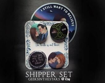 X Files Shipper set | 1 vinyl sticker + 4 buttons