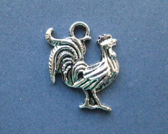 10 Rooster Charms - Rooster Pendants - Animal Charms - Antique Silver - 23mm x 17mm - (No.72-10575)