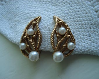 SALE Vintage Leaf Faux Pearl Gold Rope Clip On Earrings Twisted