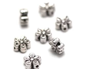 """10 """"puck flower"""" beads, 7 x 3 mm, silver, has 078"""