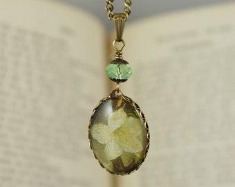 SPRING AWAKENING, Glas Cabochon Vintage Necklace, Romantic, Nostalgic, Victorian Jewelry, Brass