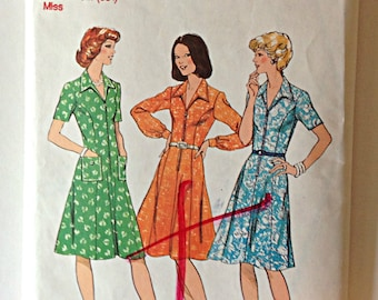 Style 1128 Ladies Dress Size 16 Circa 1970's