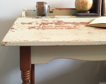 Chippy Farmhouse Lift Top Desk