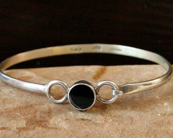 Vintage Mexican Sterling Silver and Onyx Wire Bracelet