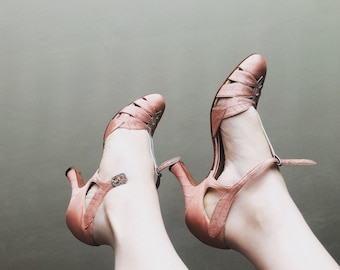Vintage 1930s Mary Jane Heels Silver Leather and Peach Leaf Cut Outs with Lurex and Rhinestone Buckles 9 3/4 Inches Insole Nearly Perfect