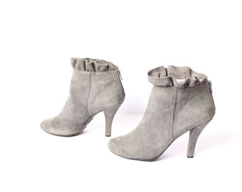 size 9.5 RUFFLE gray suede 80s ROMANTIC ZIP up high heel ankle boot
