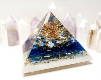 Orgone Pyramid - Harmony Of Space: Crystal quartz, Kyanite
