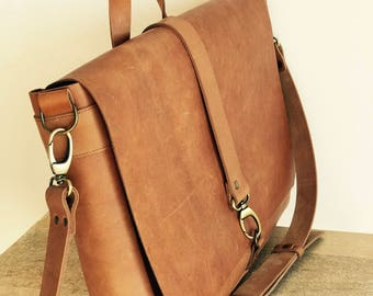 NEW!! Men's Messenger Leather Bag with several pockets.