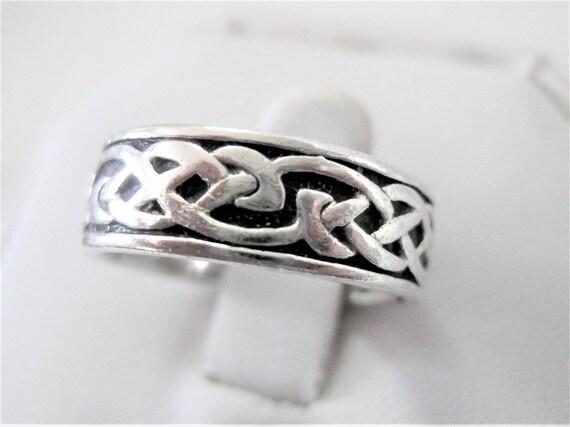 Sterling Celtic Size 8 Ring, Celtic Knot Band, Vintage Sterling Signed - Maker's Mark - Irish Ethnic Jewelry