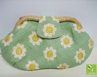 Daisy clutch with shoulder chain made of natural materials