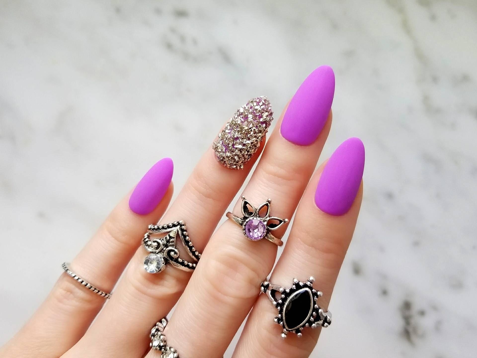 Púrpura mate pulse en uñas con piedras plata - forma - reutilizable ...