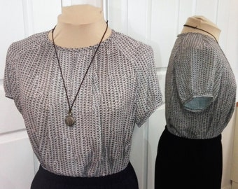 Grey chain print short sleeved blouse Size 14
