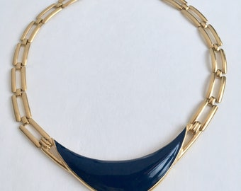 Chic 1980's  vintage ink blue enamel pendant on gold link chain