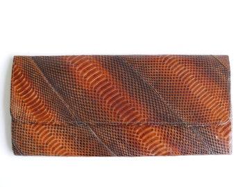 Vintage brown snake skin and leather handbag / clutch , 1960s handbag mode pin up tropical savannah boho chic bohemian folk tiki jungle