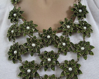 Gorgeous Olivine Green Rhinestone Faux Pearl Flower Bib Necklace
