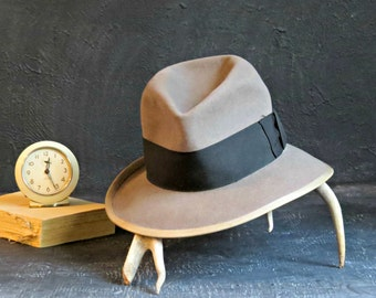 1960's Vintage Grey Fedora. Grey and Black Fedora. Felt Fedora. Gold Label Executive Quality. Size 6 7/8 Small. | The Curious Moose