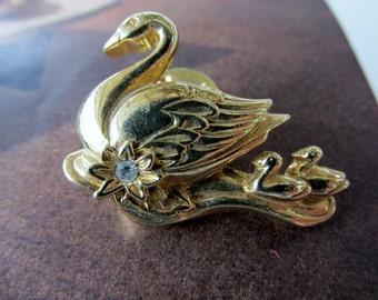 Vintage Avon Swan Pin