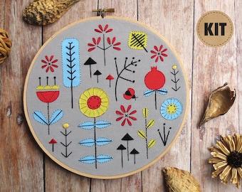 Beginner Embroidery Kit, Stitch Sampler, Fall Decor, Scandinavian Modern, Floral Embroidery Design, DIY Gift, Gift for Women, Gray, Grey