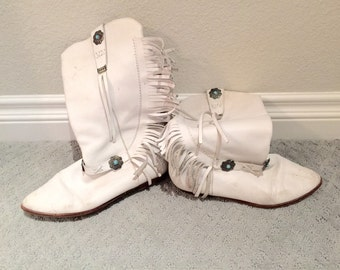 Vintage southwestern fringe flat white leather booties in a size 7