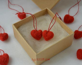 Red needle felted hearts. Set of 10 red hearts. Heart decoration. Valentine's Day hearts. Tiny felted hearts. Wool hearts.