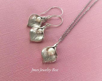 Silver calla lily earring and necklace set, Silver flower necklace and earring set, Silver calla lily jewelry