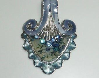 ELEGANT light blue pendant