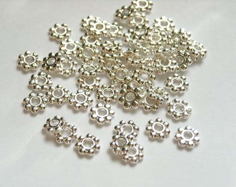 50/100 Antique Silver Daisy Spacers - 17-3A